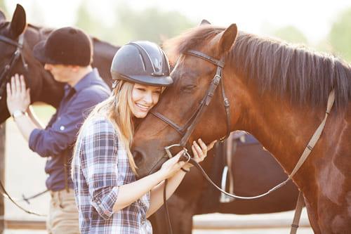 наладить контакт с лошадью, постой лошадей в Московской области, аренда денников для лошадей, прокат лошадей в Подмосковье, уроки верховой езды, обучение верховой езде в Подмосковье, покататься на лошадях в Подмосковье, конные прогулки, прогулки на лошадях